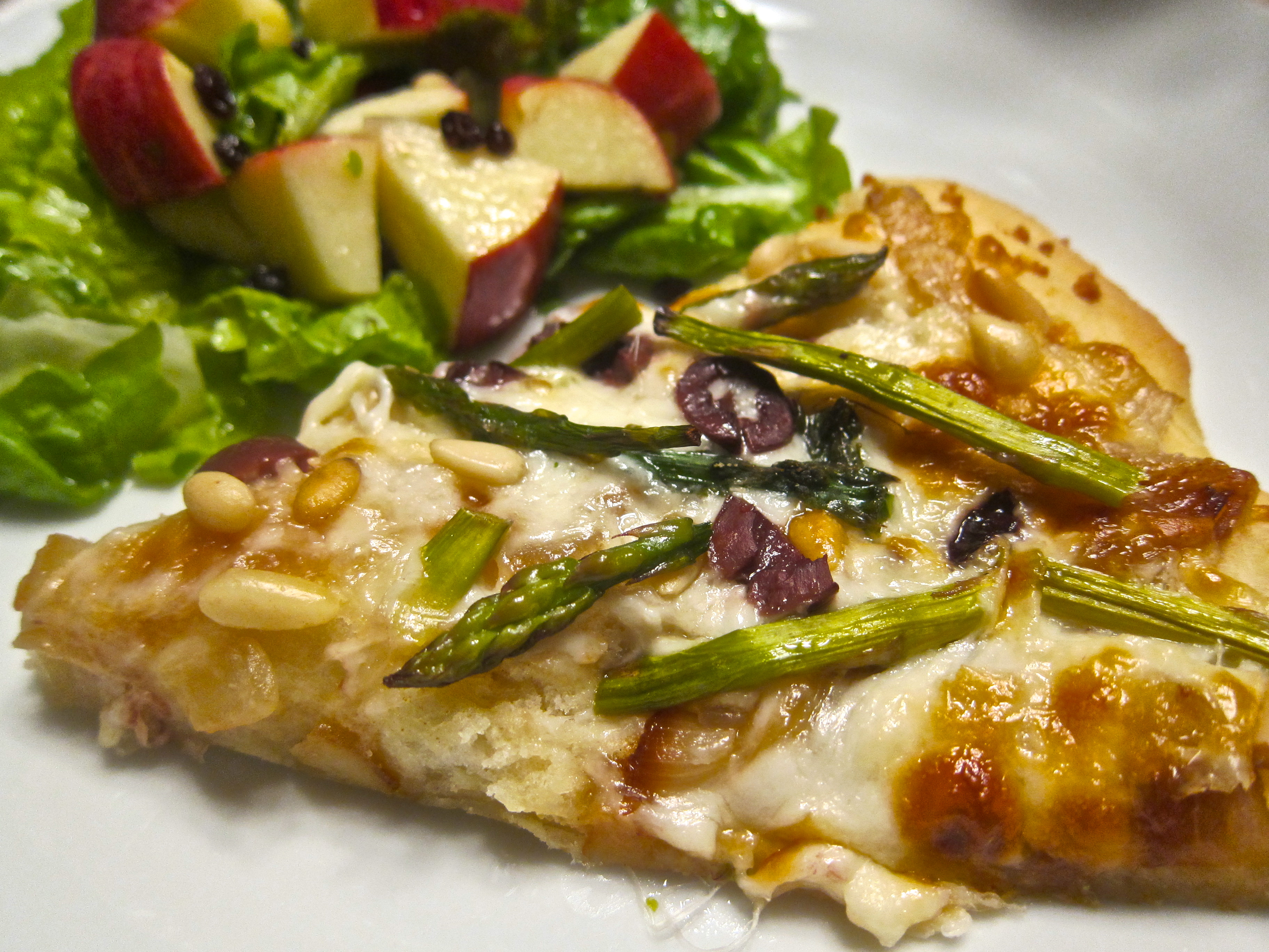 Asparagus and Caramelized Onion Pizza
